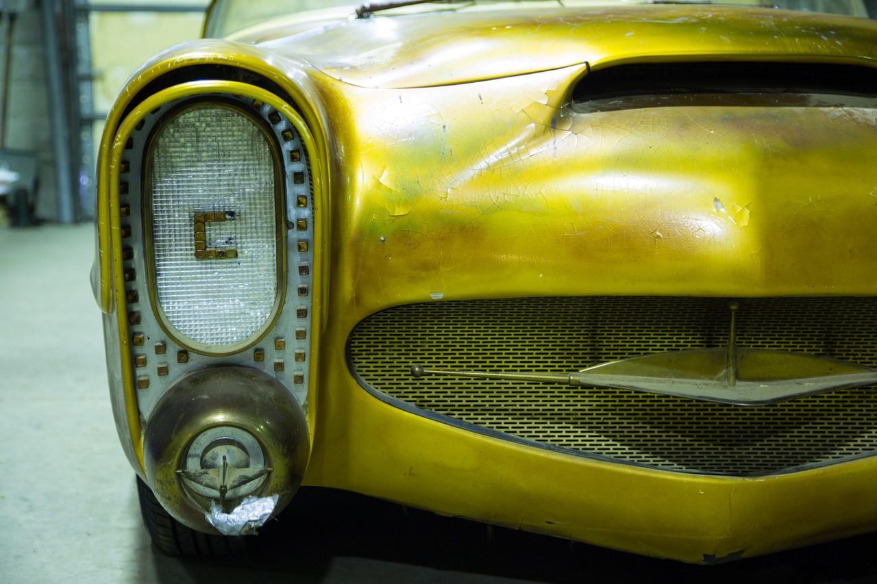 Golden Sahara II headlight nose detail