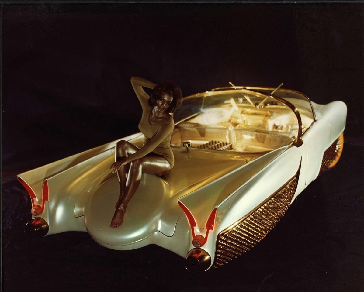 Golden Sahara II rear 3/4 with a model