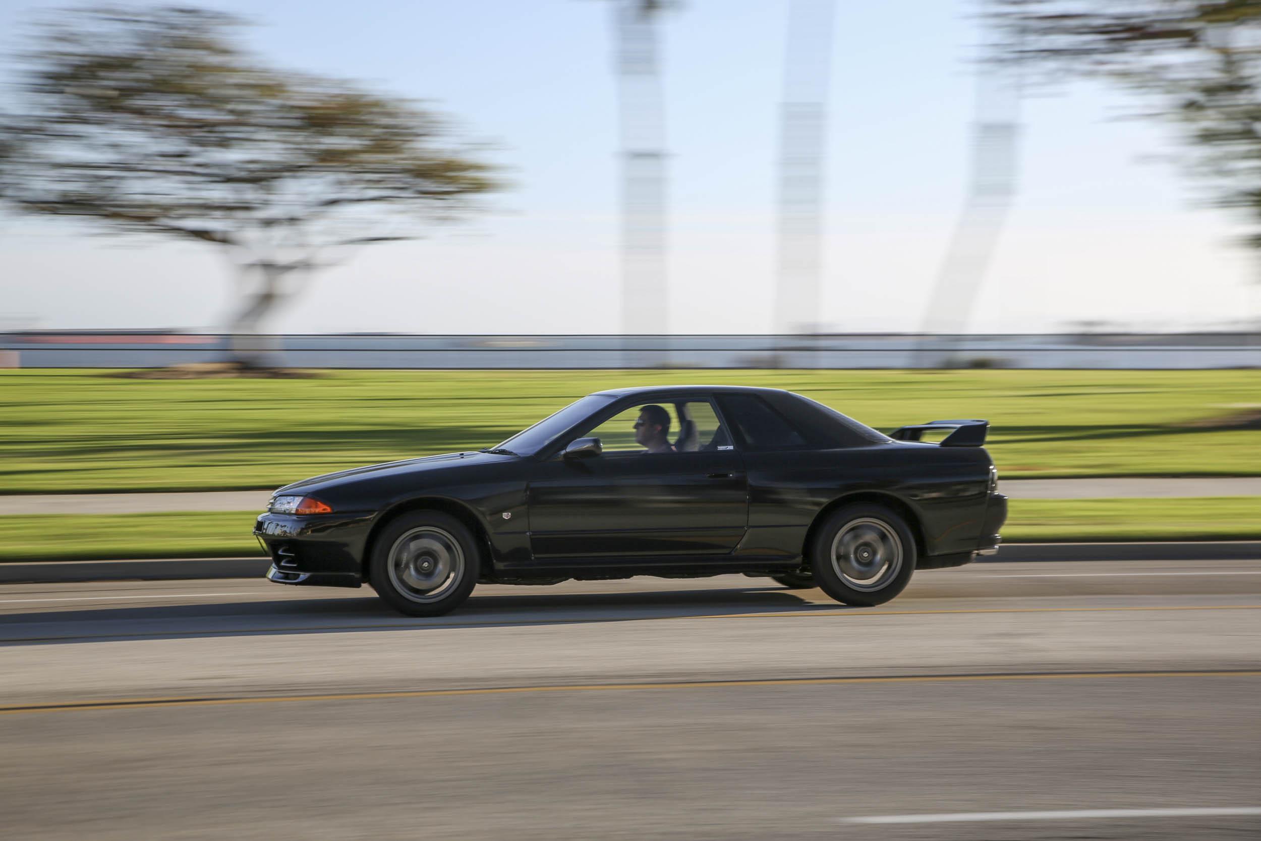 Nissan R32 GT-R driving