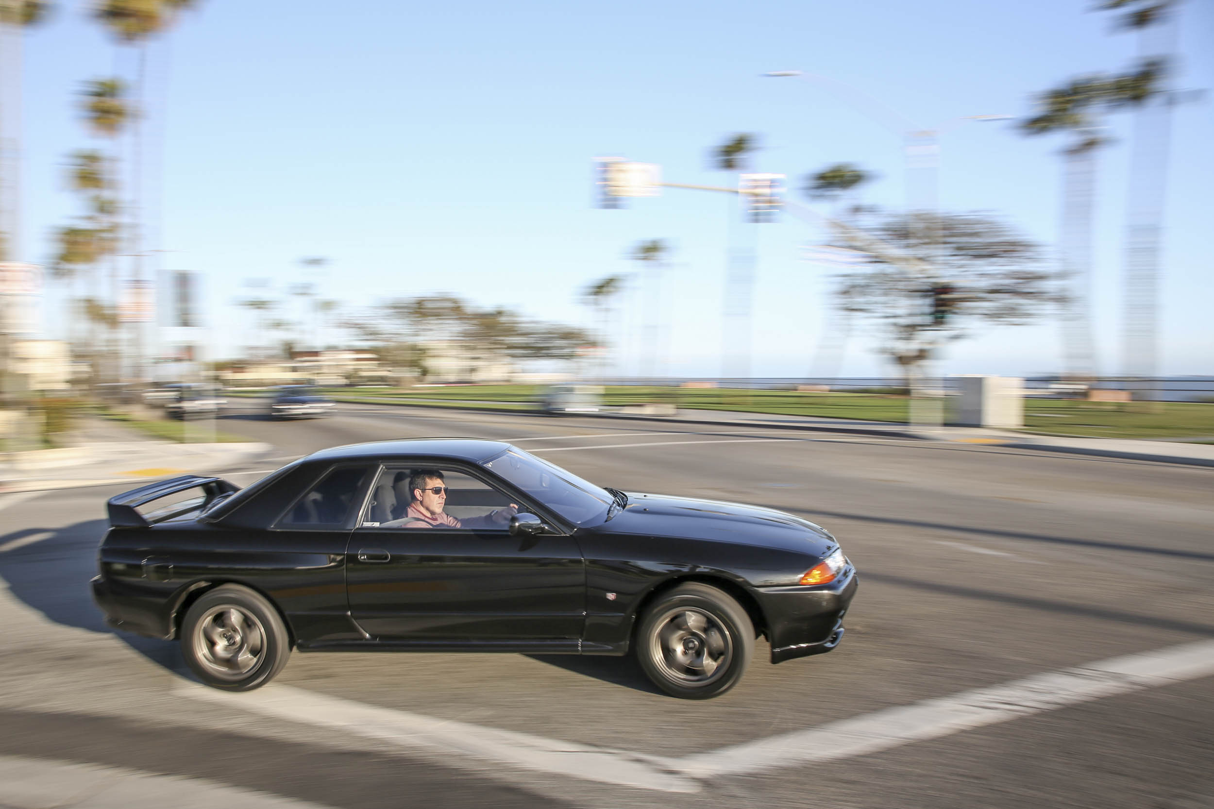 Nissan R32 GT-R turning right