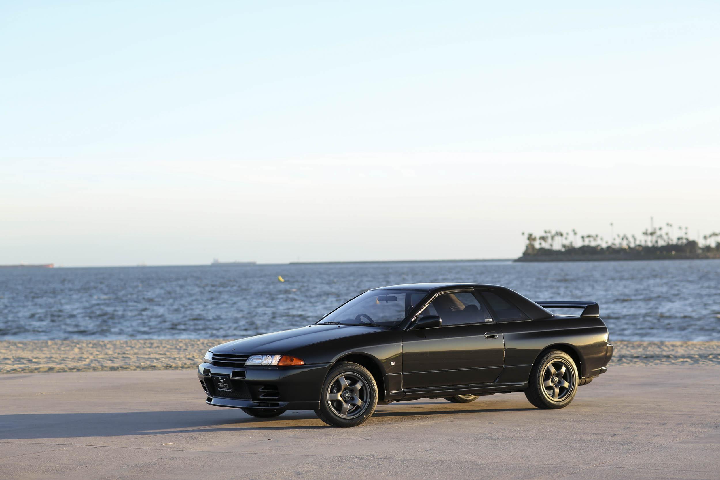 Nissan R32 GT-R profile