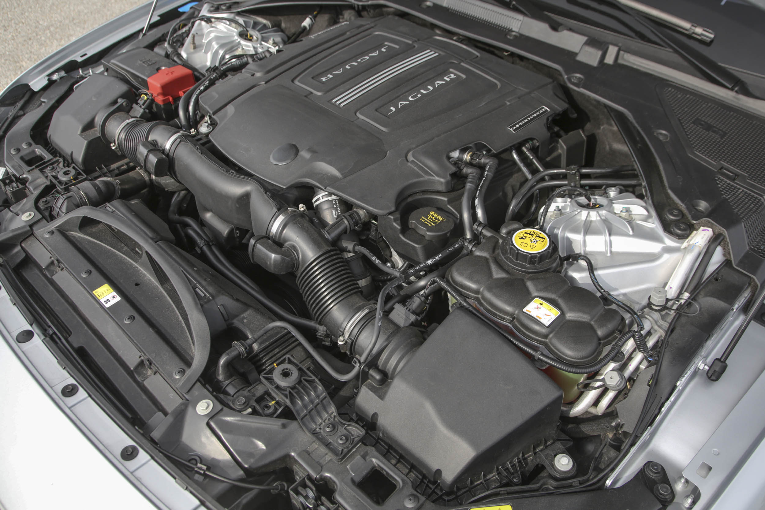 2018 Jaguar XF engine