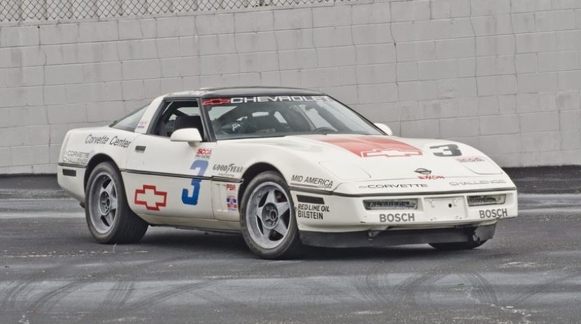 A 1988 Corvette Challenge car started as a base model equipped with the B9P option group, which included the 4+3 manual transmission and Z51 suspension. Dymag magnesium wheels were from England.
