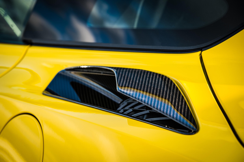 2019 chevrolet zr1 rear air intake yellow carbon fiber