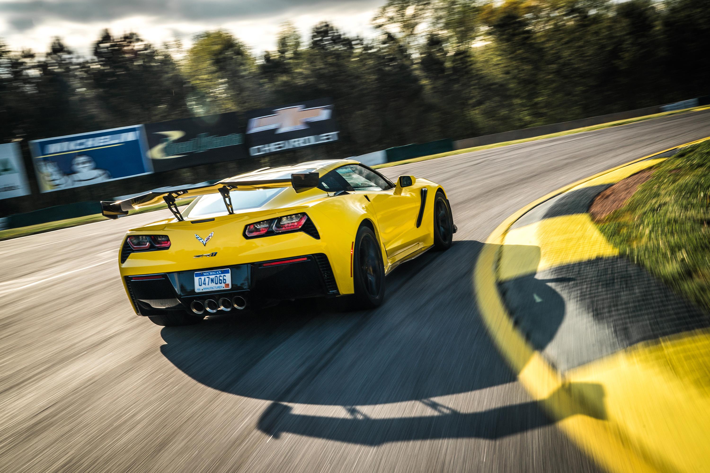 2019 chevy corvette z06 road atlanta yellow track rear wing