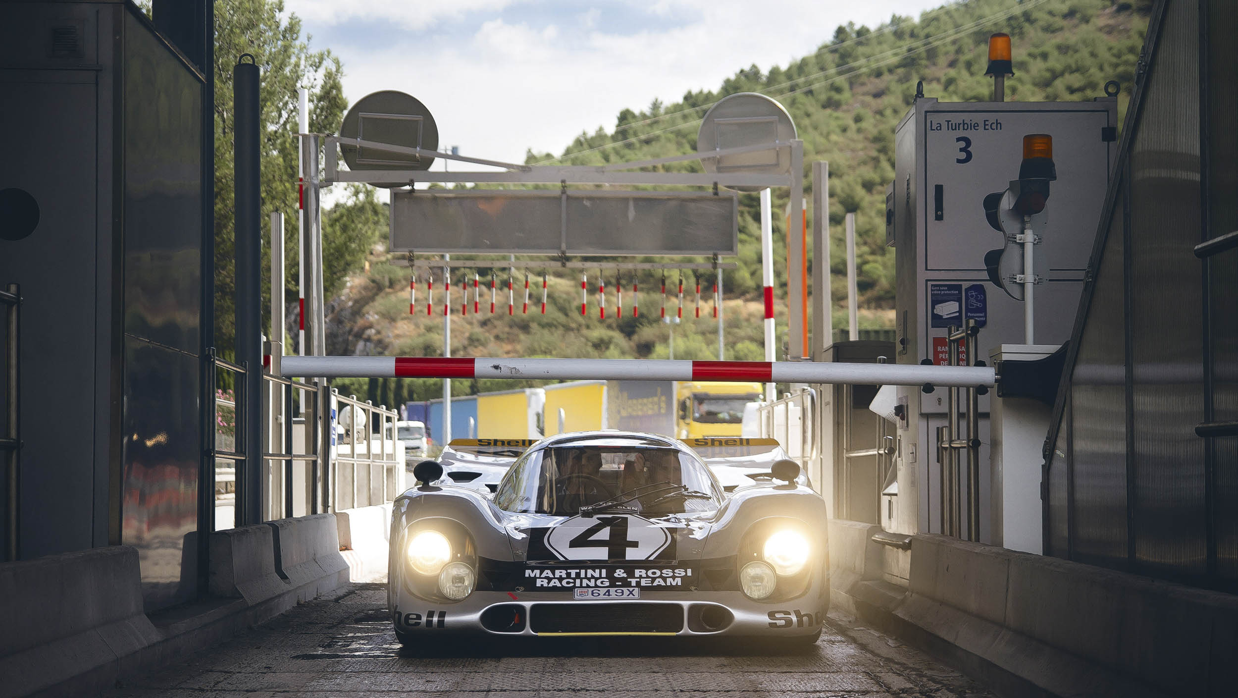 Porsche 917K paying the highway toll