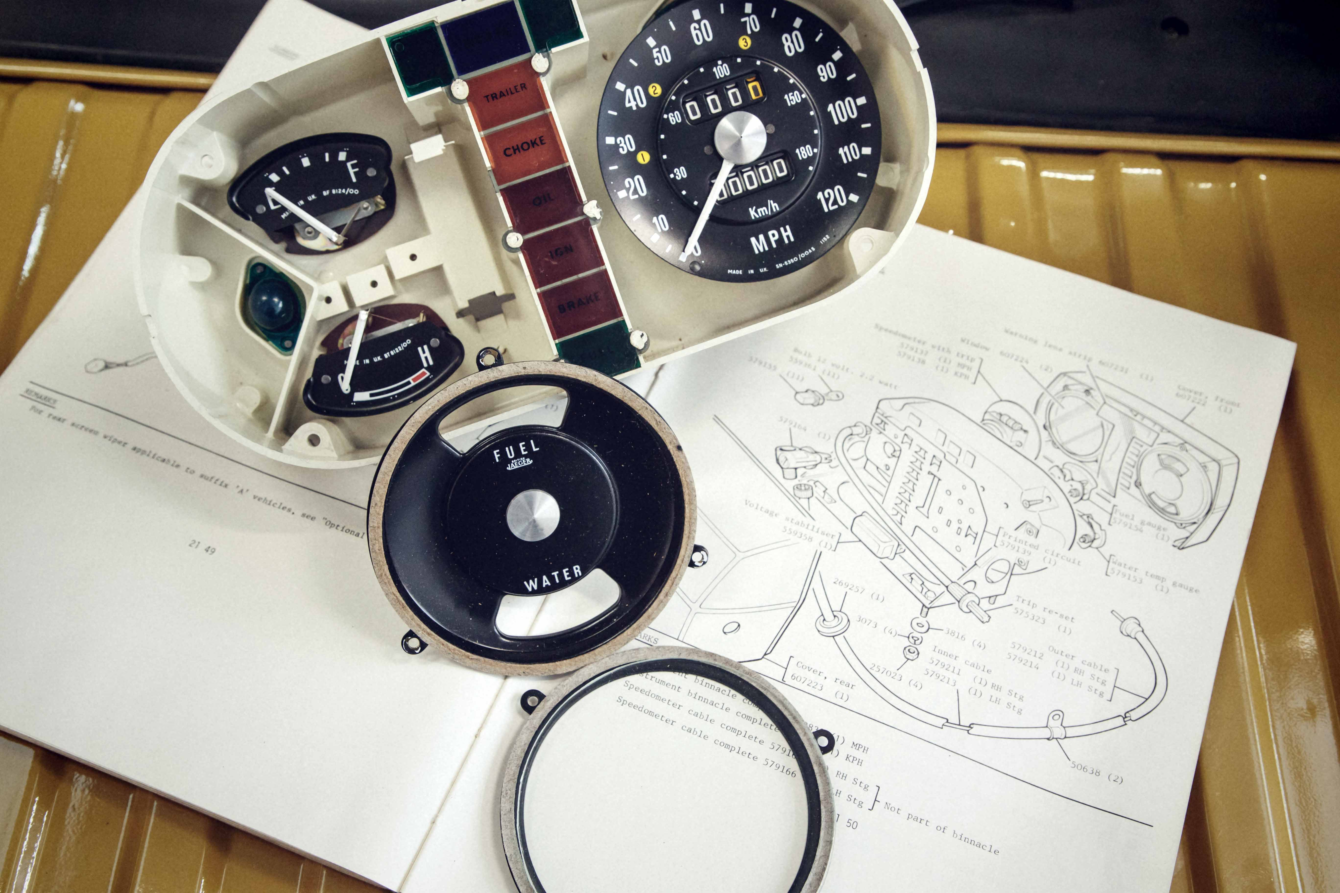 1978 Range Rover factory dash restoration