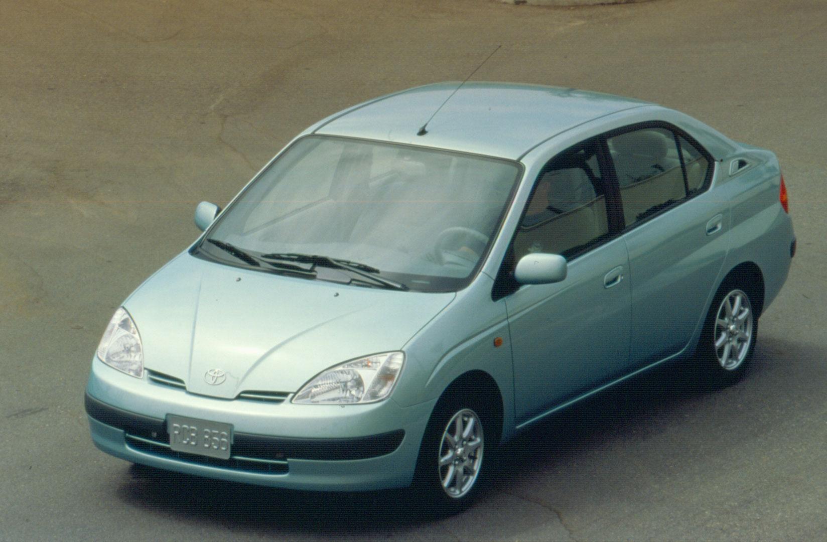 2000 Toyota Prius front 3/4