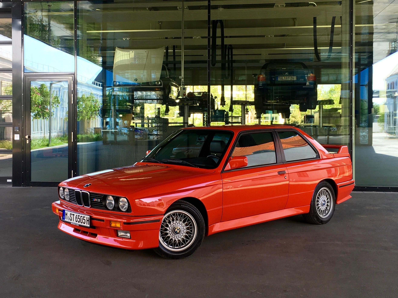 1987 BMW M3 Glass doors building