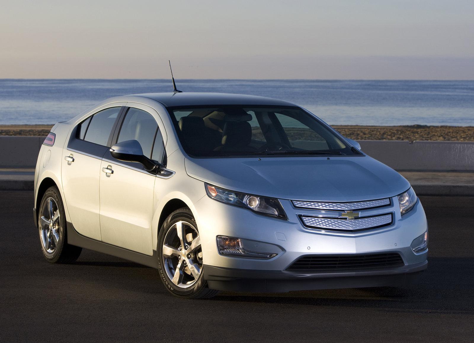 2011 Chevrolet Volt Front 3/4