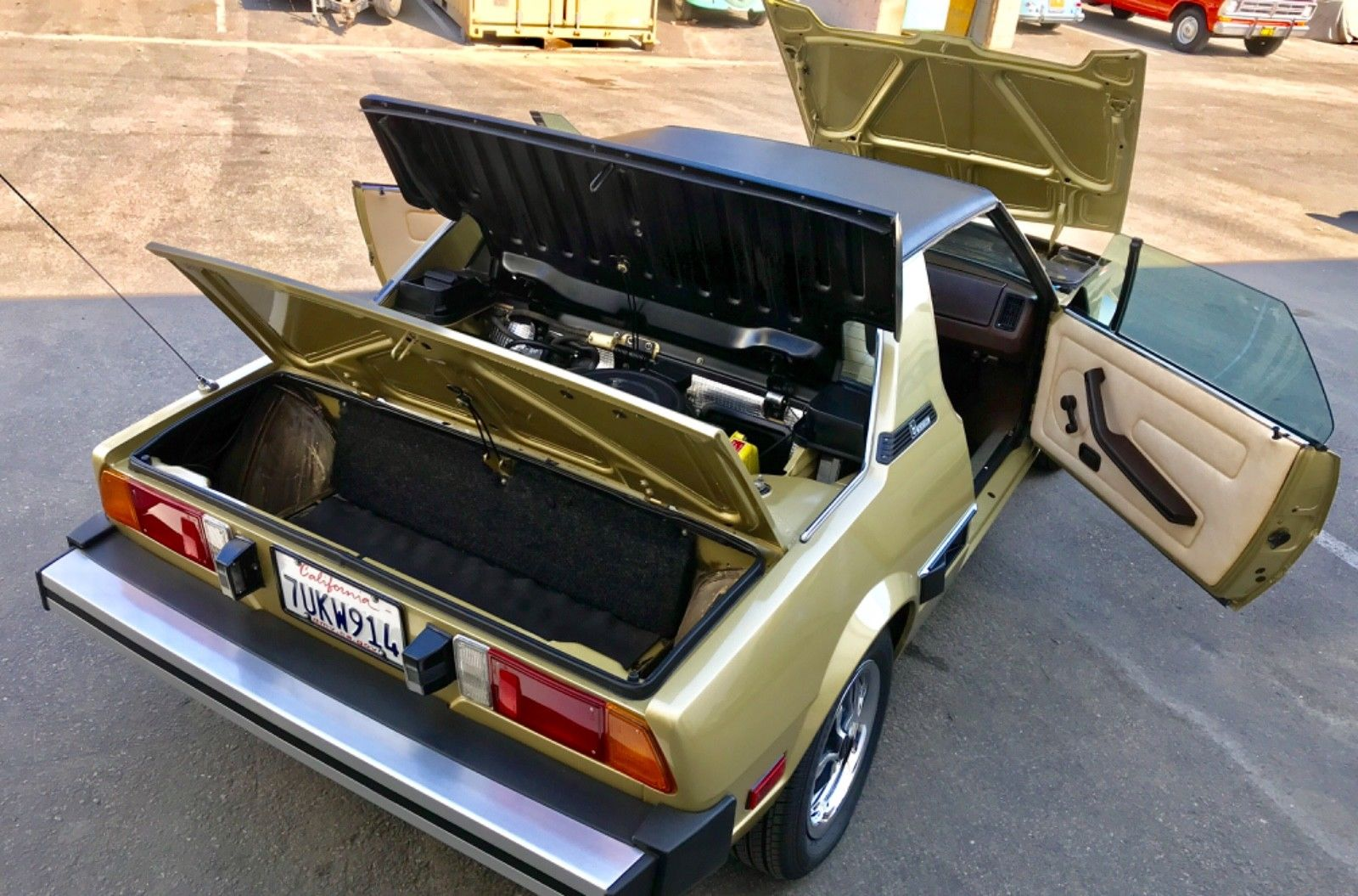 1979 Fiat X1/9 engine cover and deck lid