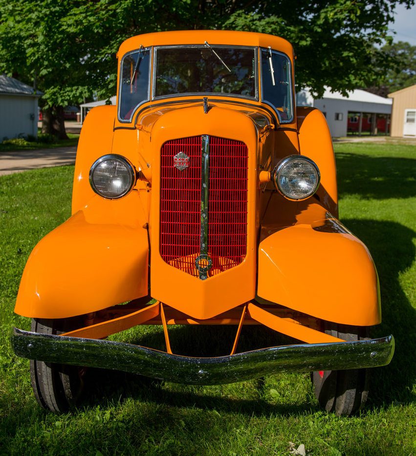 1938 Minneapolis-Moline ULDX Comfortractor Front on