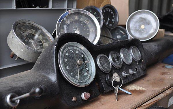 Ferrari gauges barnfind