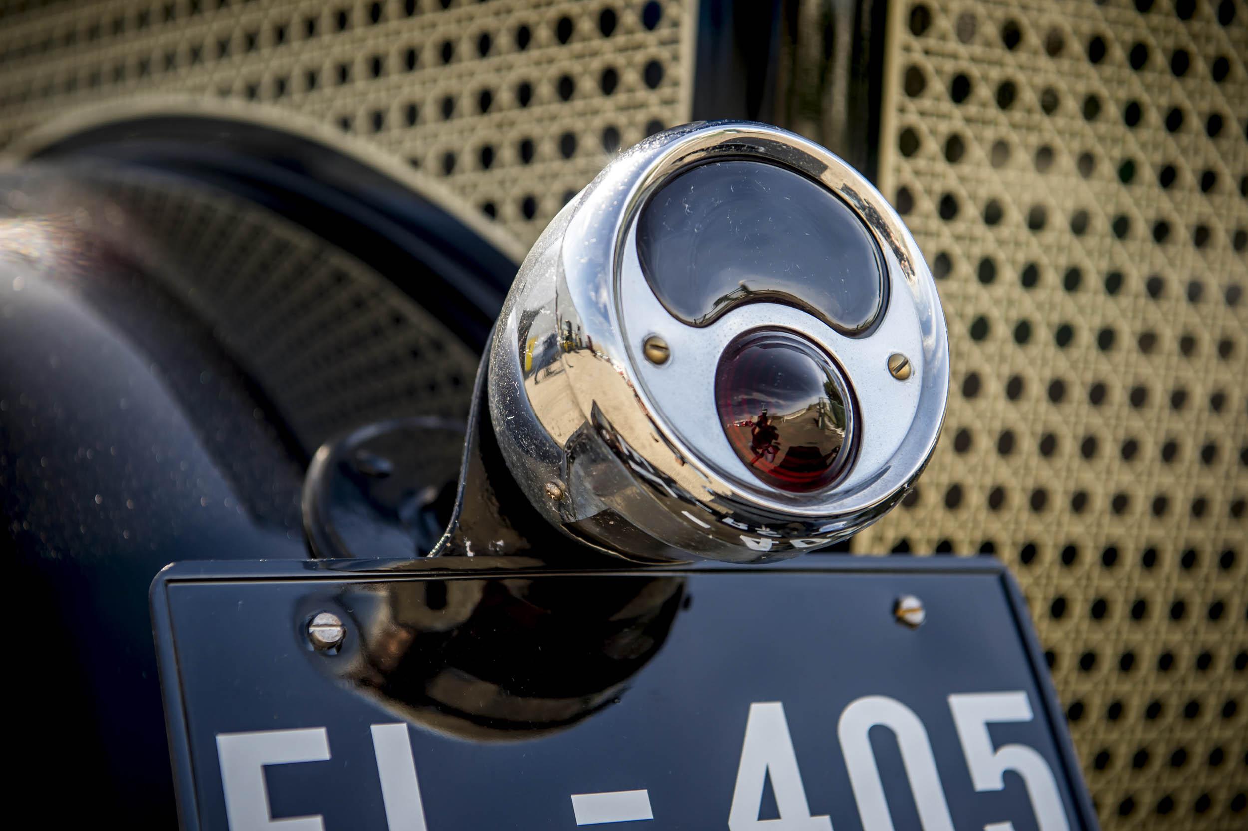 1929 renault nervastella coupe de ville license plate
