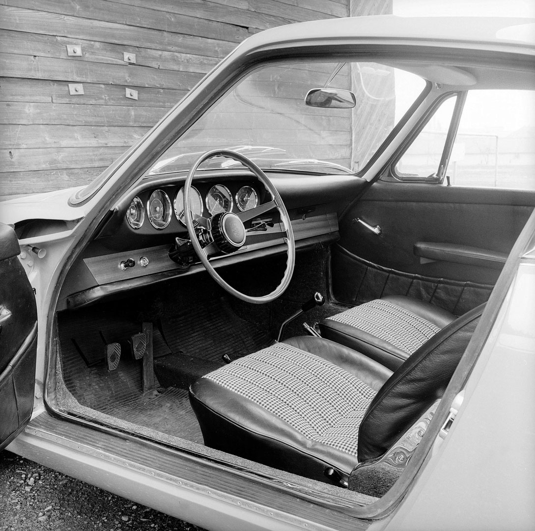Inside the early Porsche 911: Seats with Pepita covers, complete seats produced for Porsche by Recaro.