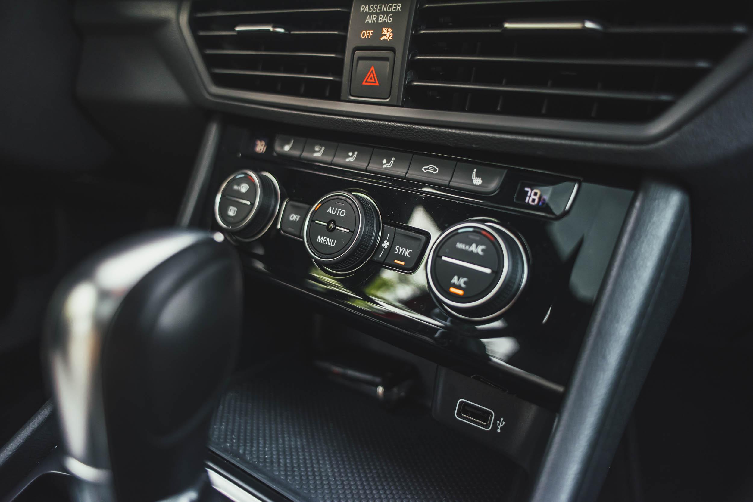 volkswagen jetta r-line interior