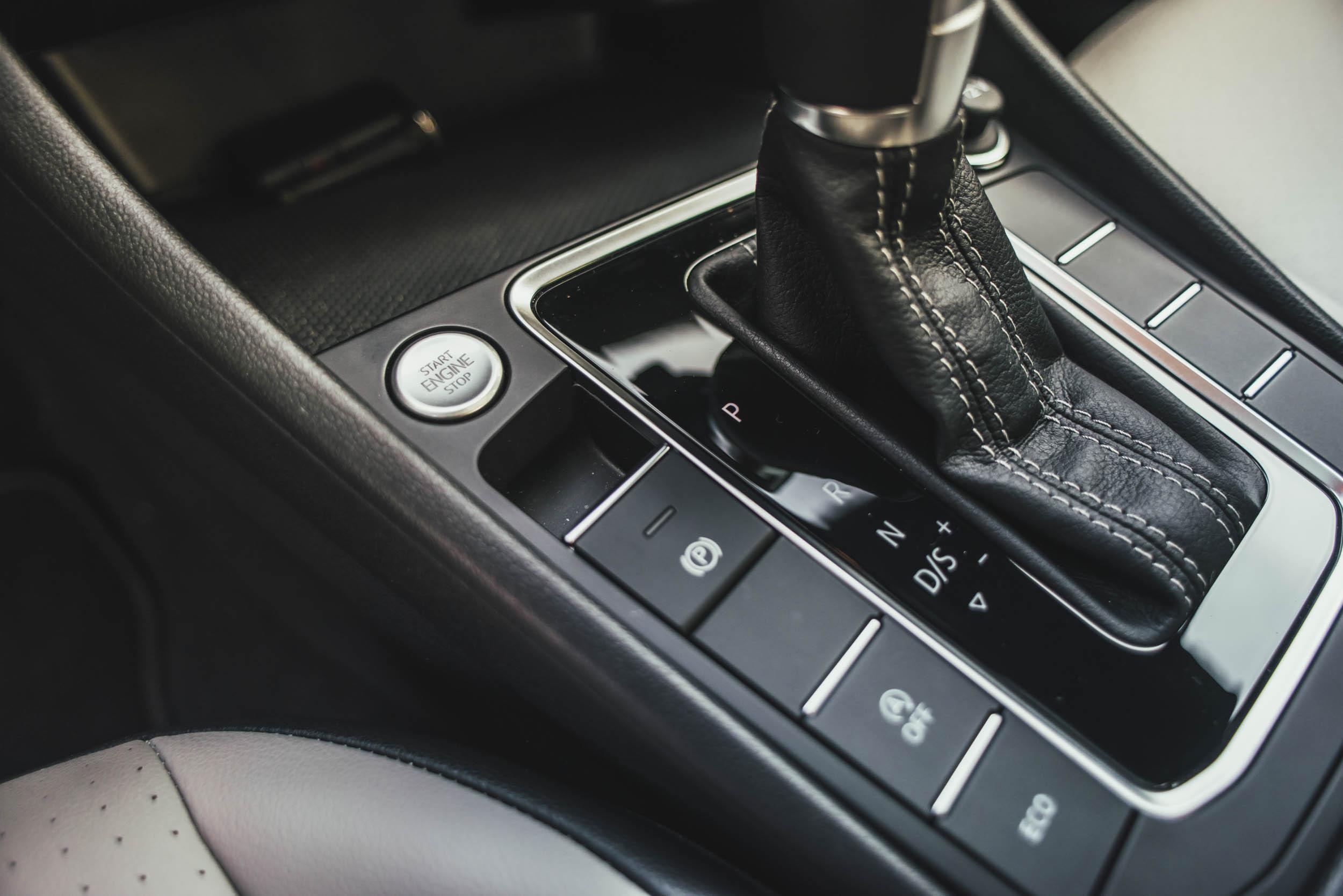 volkswagen jetta r-line close-up on gearshift