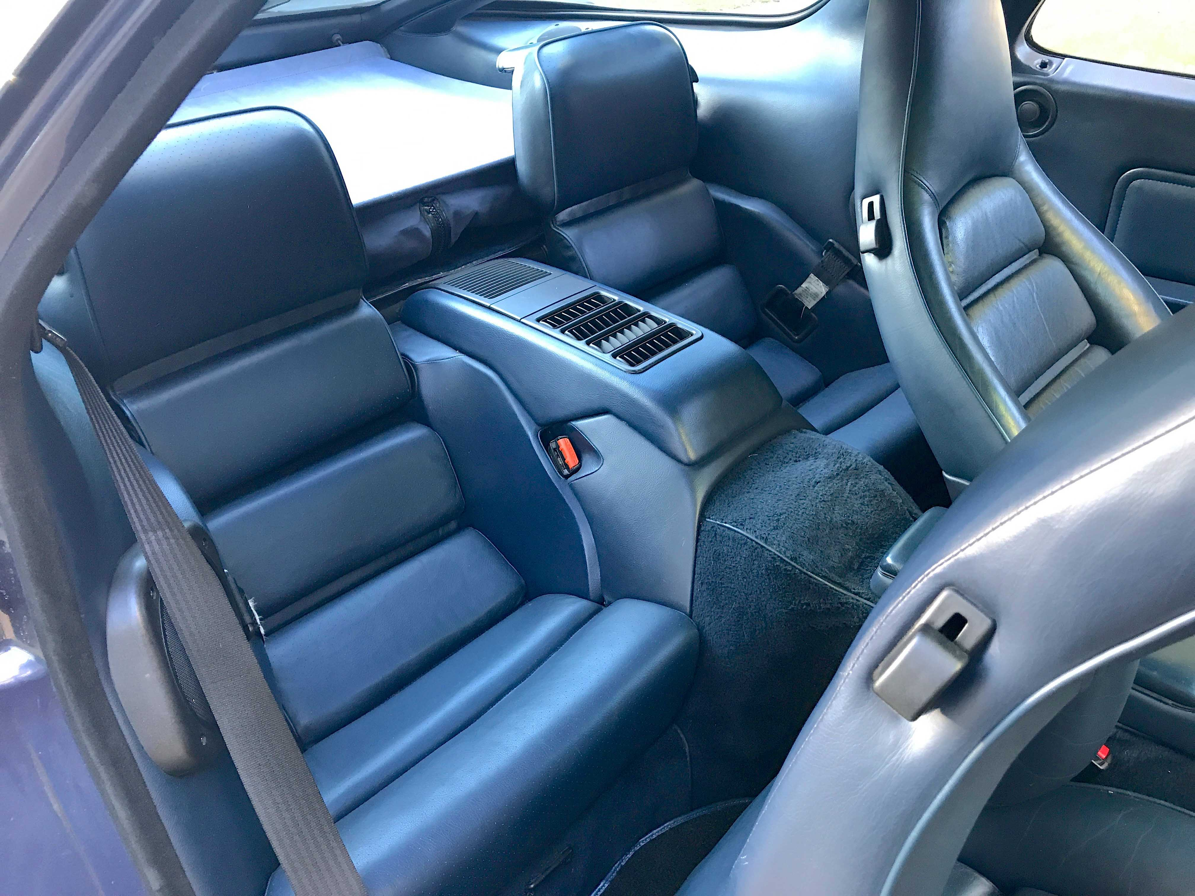 1986 Porsche 928 back interior