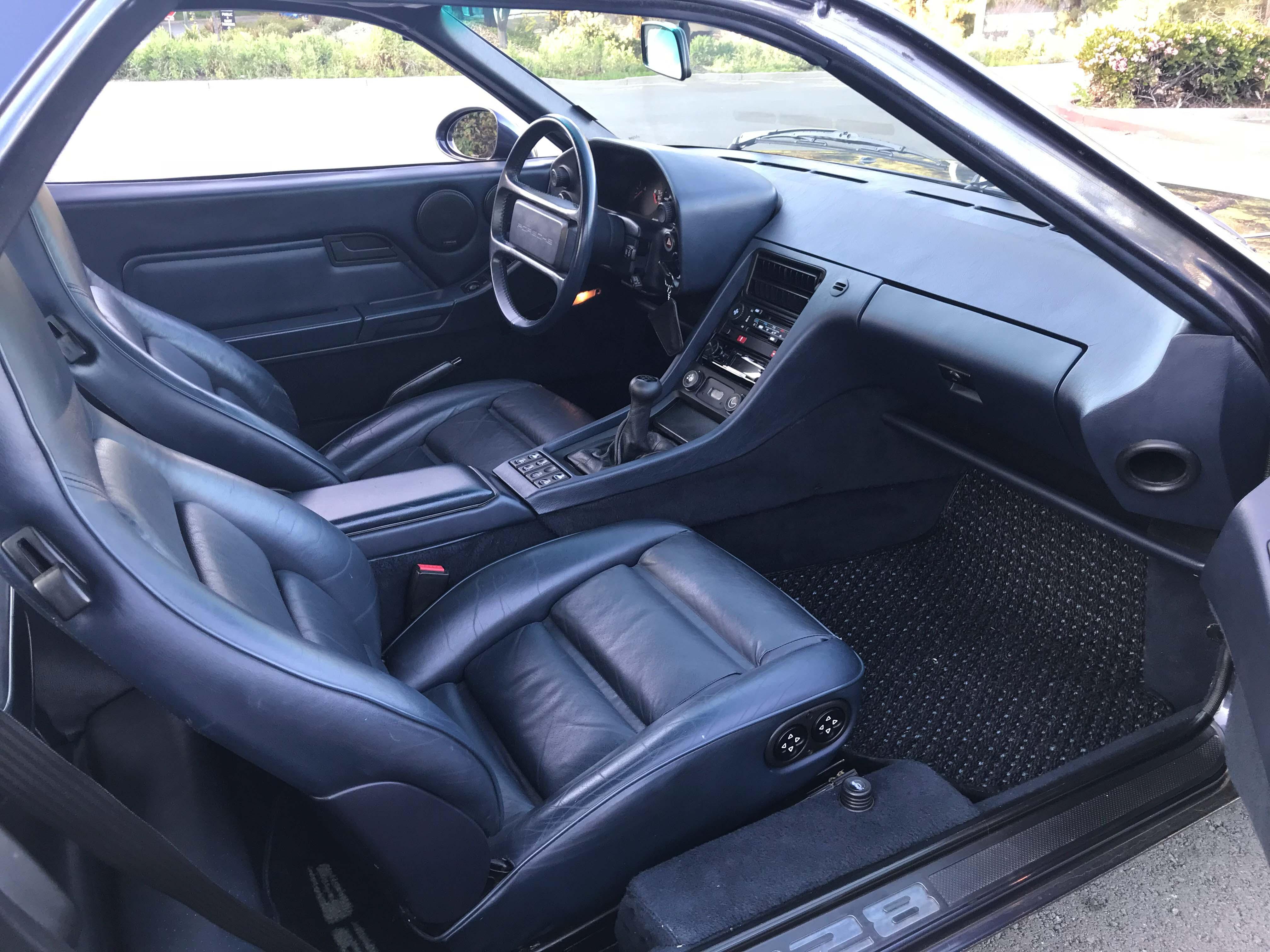 Porsche 928 front interior