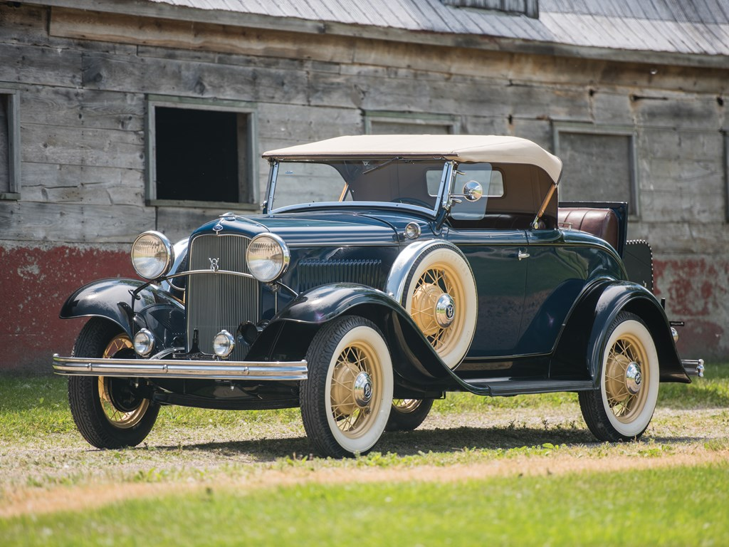 1932 Ford V-8 DeLuxe Roadster front 3/4