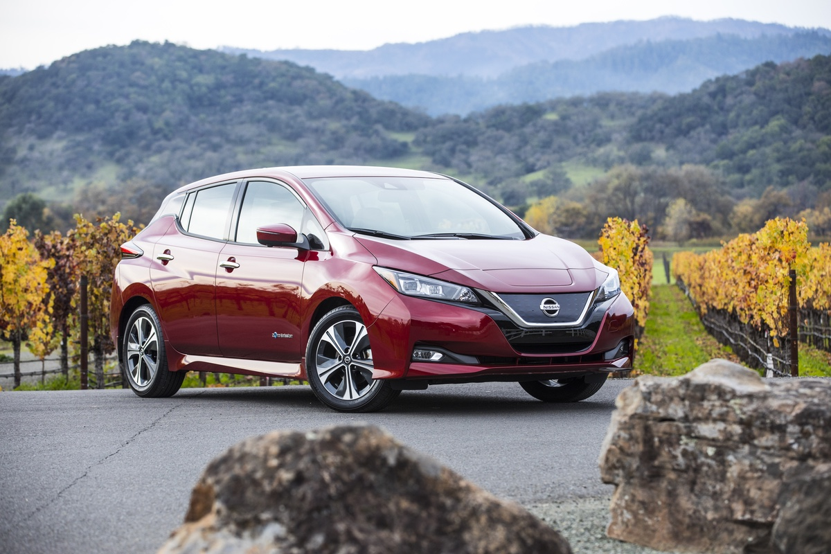 2018 Nissan Leaf red 3/4 front rock mountain
