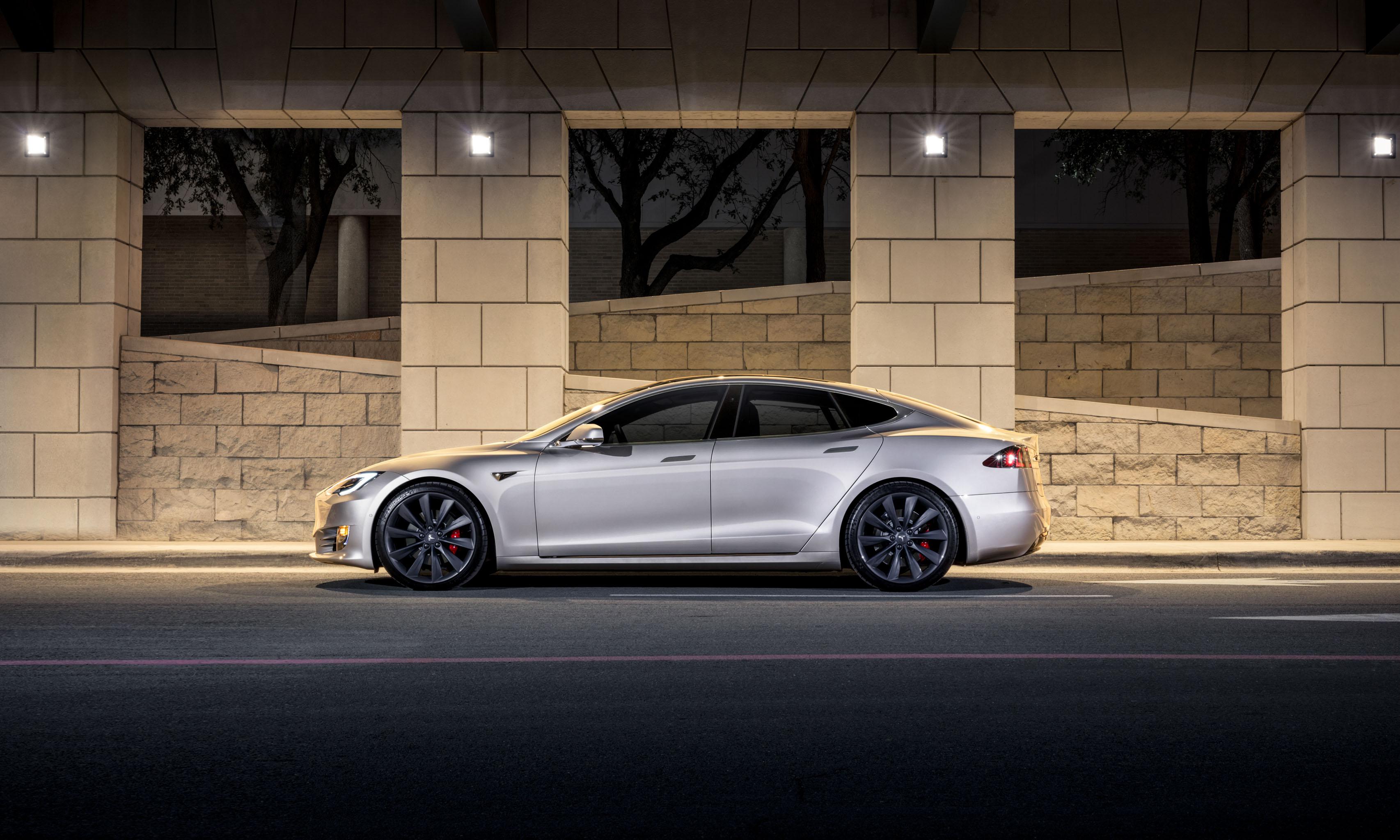 2018 Tesla Model S side brick wall