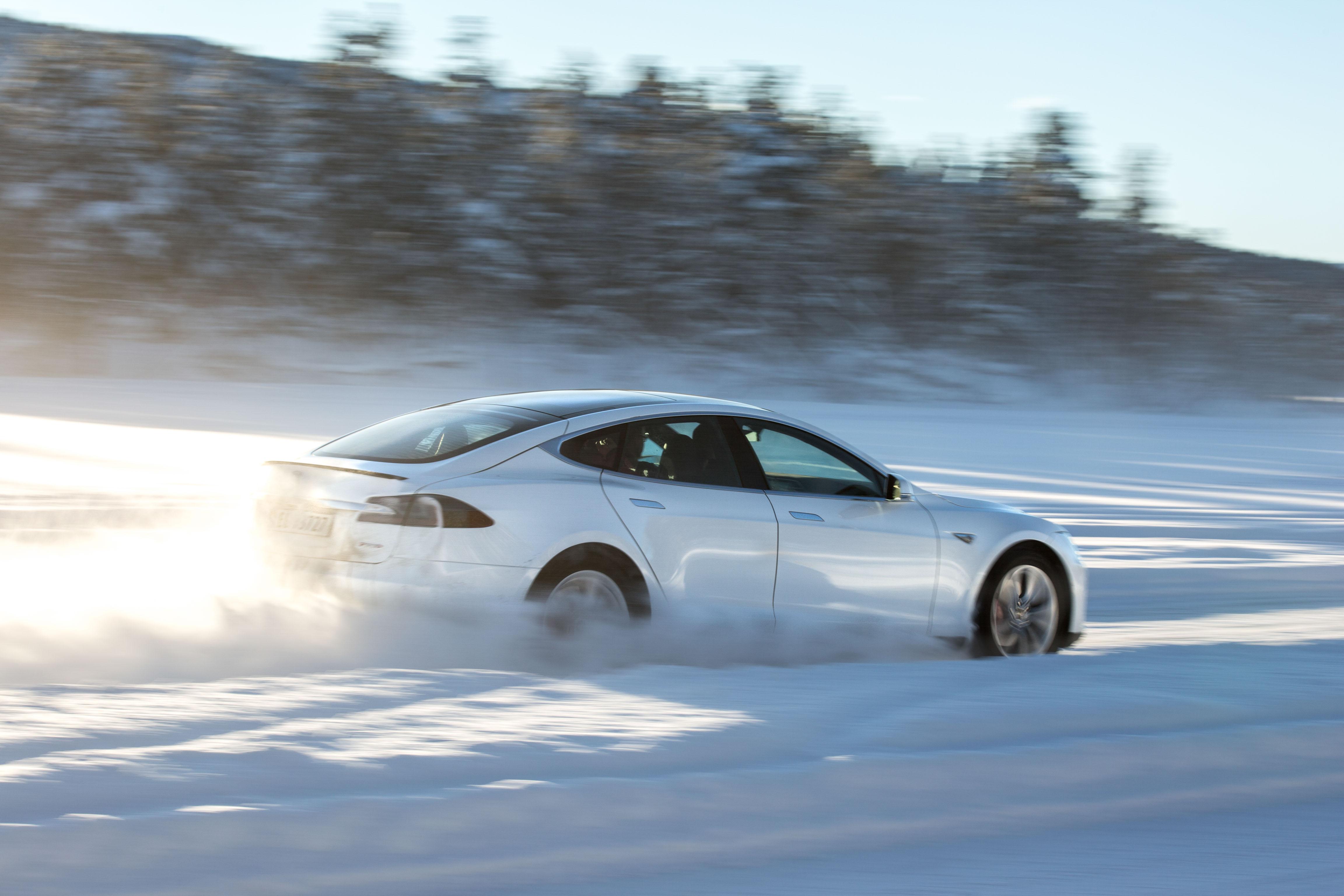 2018 Tesla Model S Snow