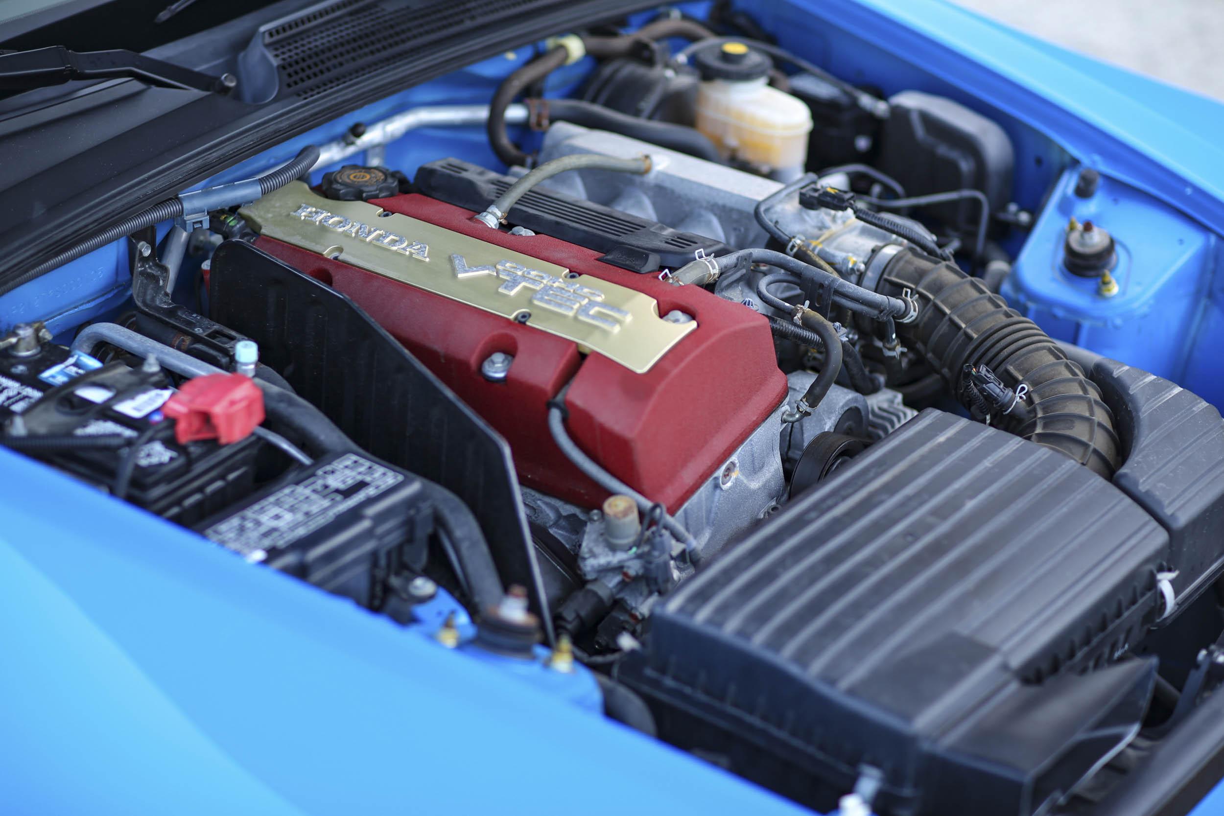 Honda S2000 engine bay