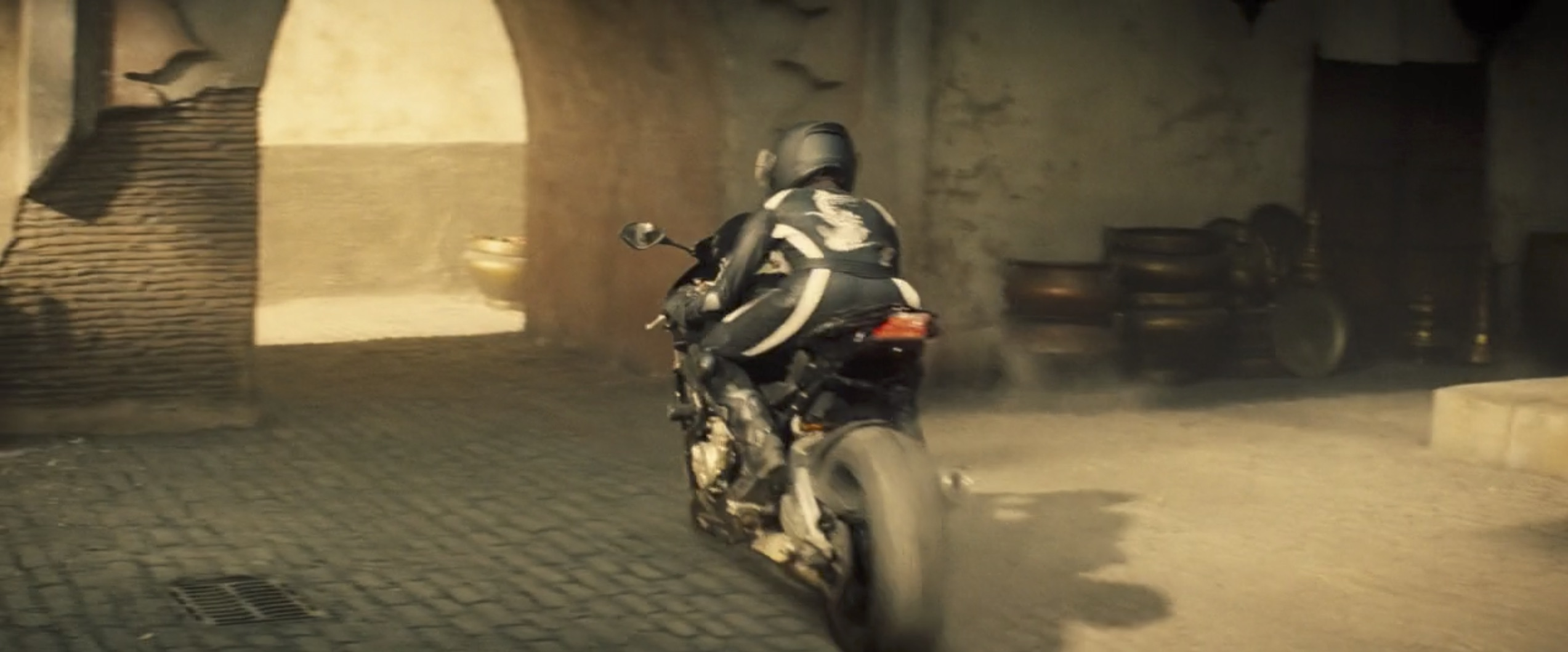 Mission Impossible: Rogue Nation motorcycle through city