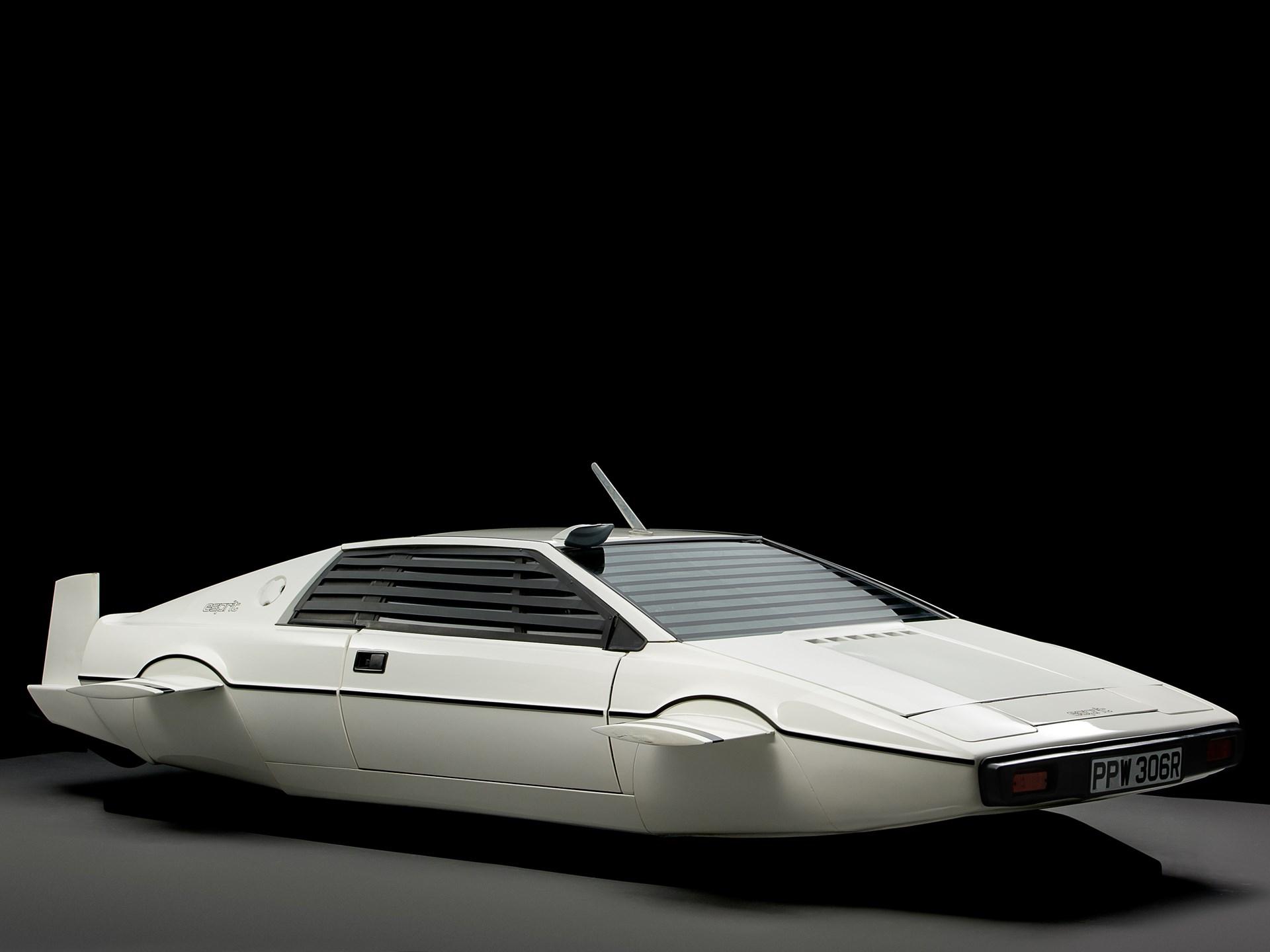 007 Lotus Esprit 'Submarine Car' front 3/4