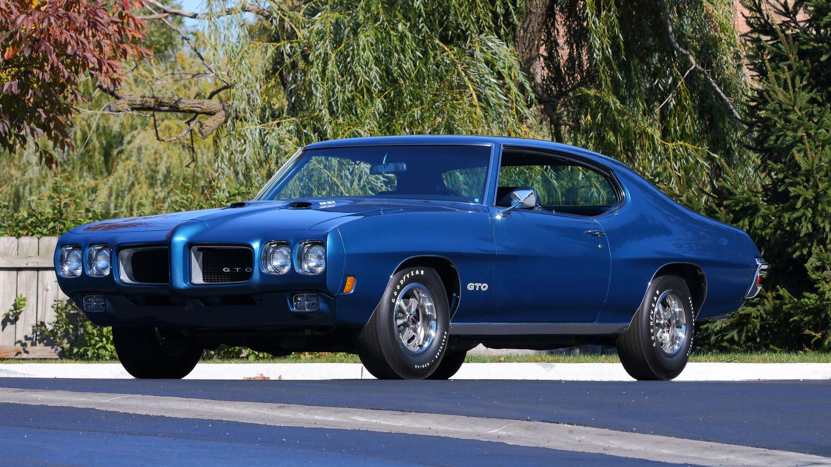 1970 Pontiac GTO front 3/4 blue