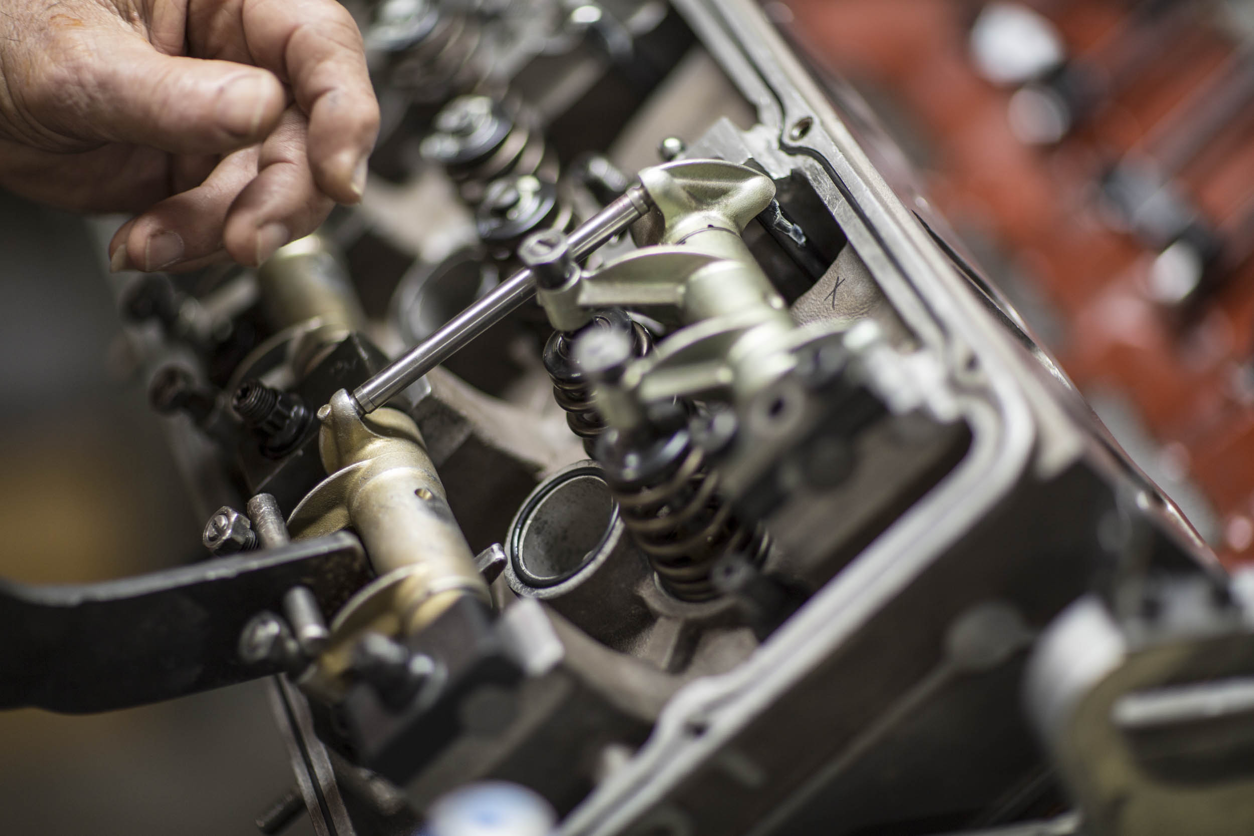 """Ofria demonstrates the workings of the """"Thunder Power,"""" a 32-valve head conversion he designed for the big-block Chevy."""