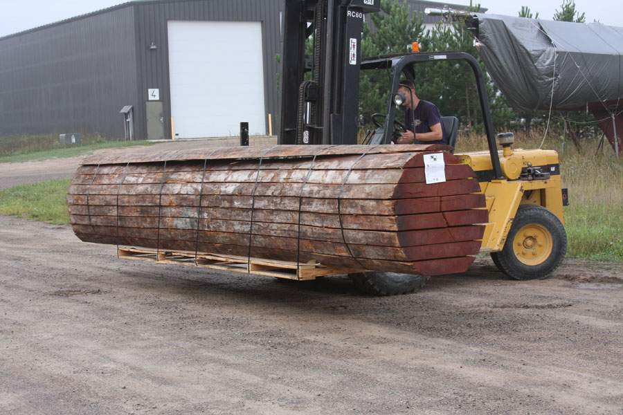 Van Dam uses a single timber to construct Victoria Z