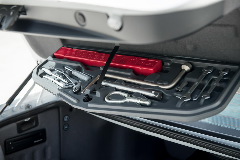 2002 m5 tool kit