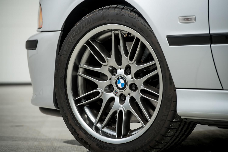 2002 m5 wheel close