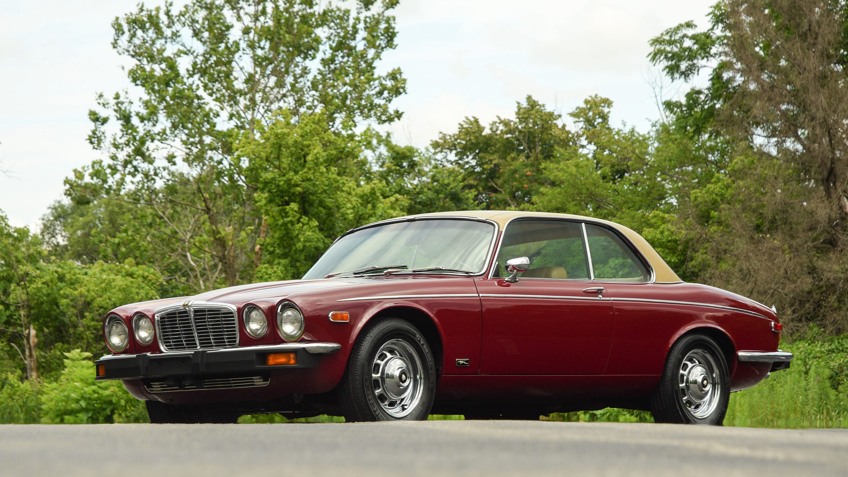 1975 Jaguar XJC front 3/4