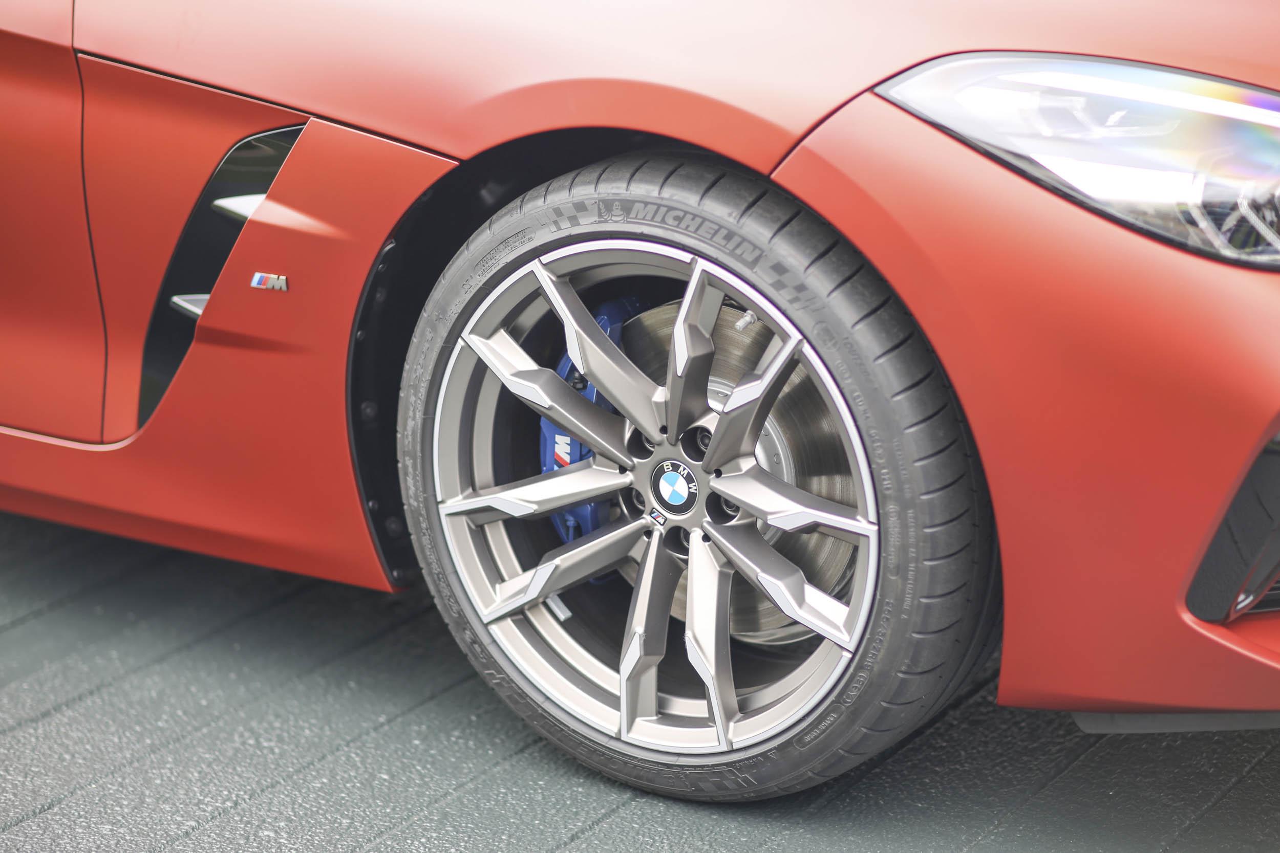 BMW Z4 M40i roadster wheel detail