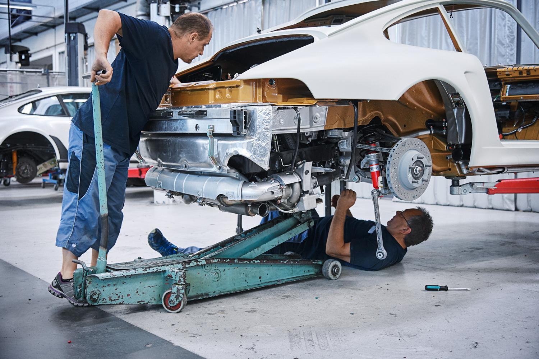 "Porsche ""Project Gold"" 993 Turbo installation driveline engine"