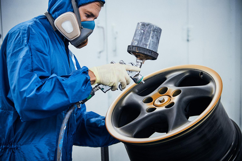 "Porsche ""Project Gold"" 993 Turbo wheel restoration"