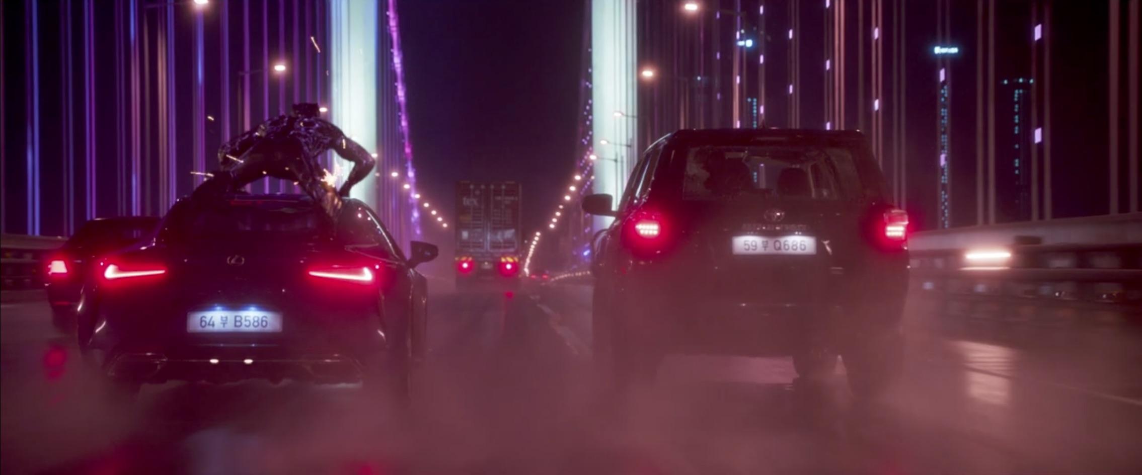 Marvel Black Panther bridge car chase