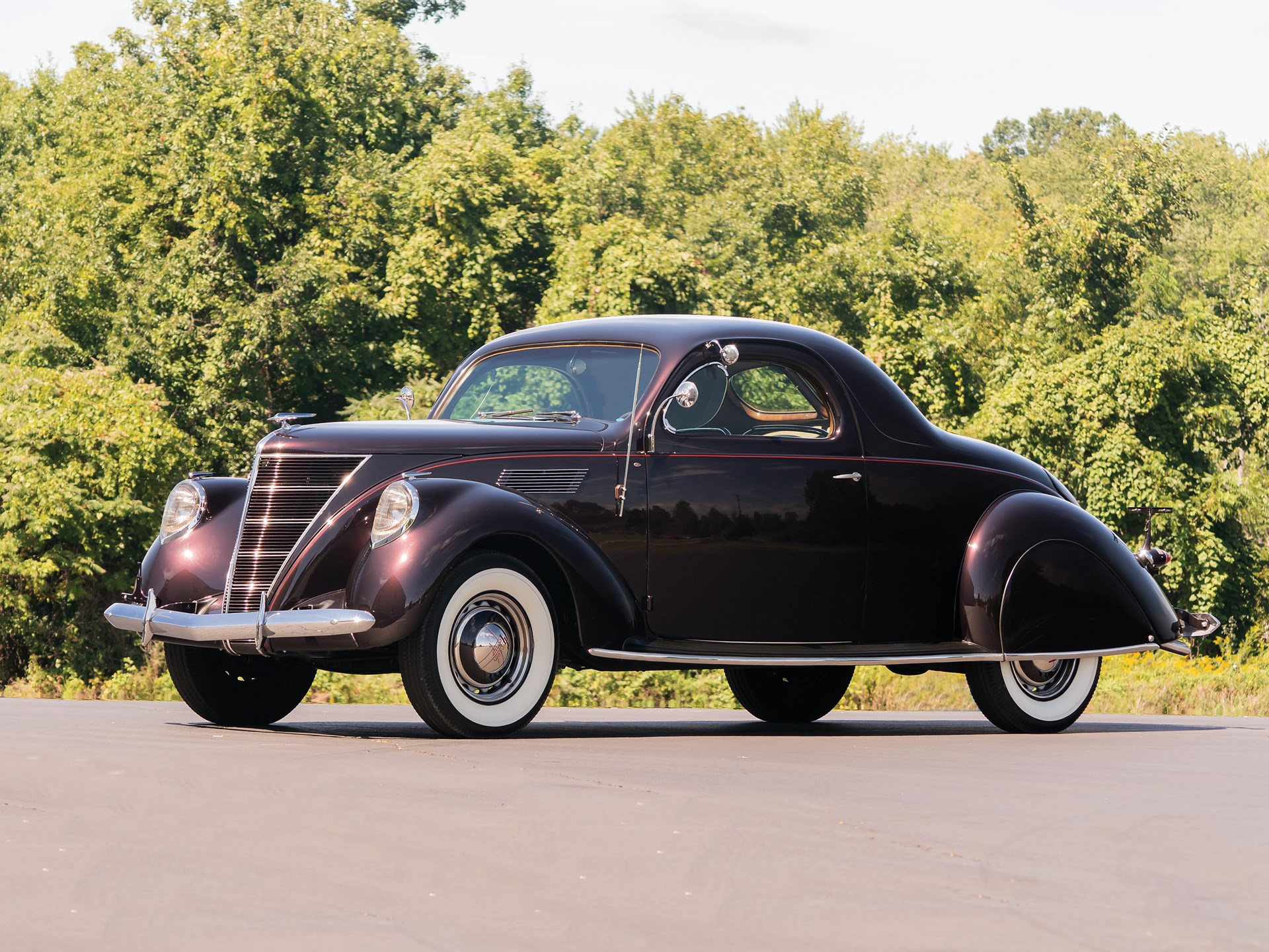 1937 Lincoln Zephyr front