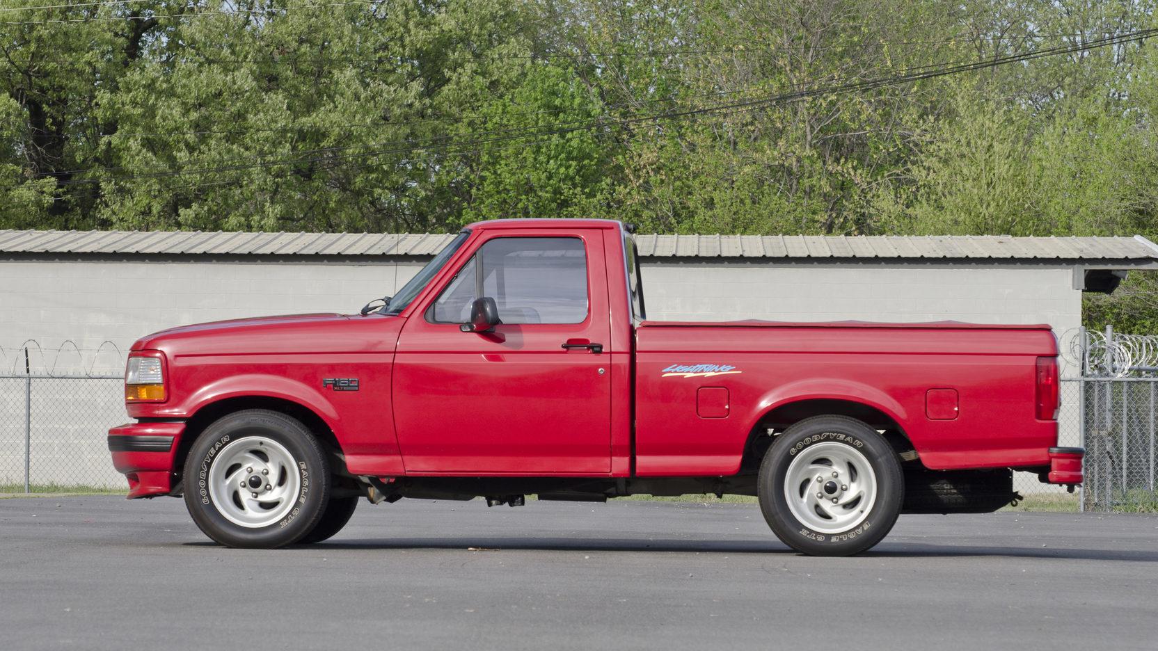 1993 Ford F150 SVT Lightning side profile