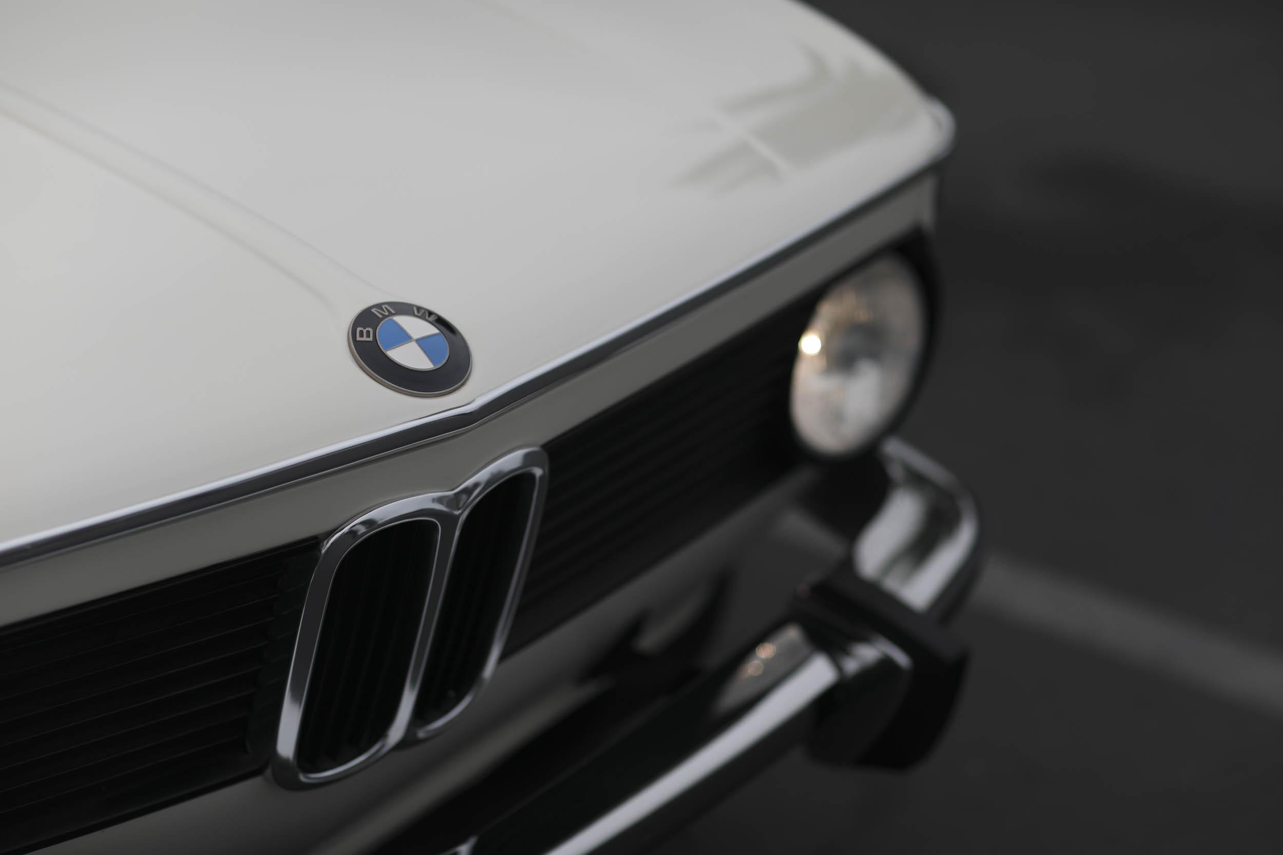 1975 BMW 2002 nose detail