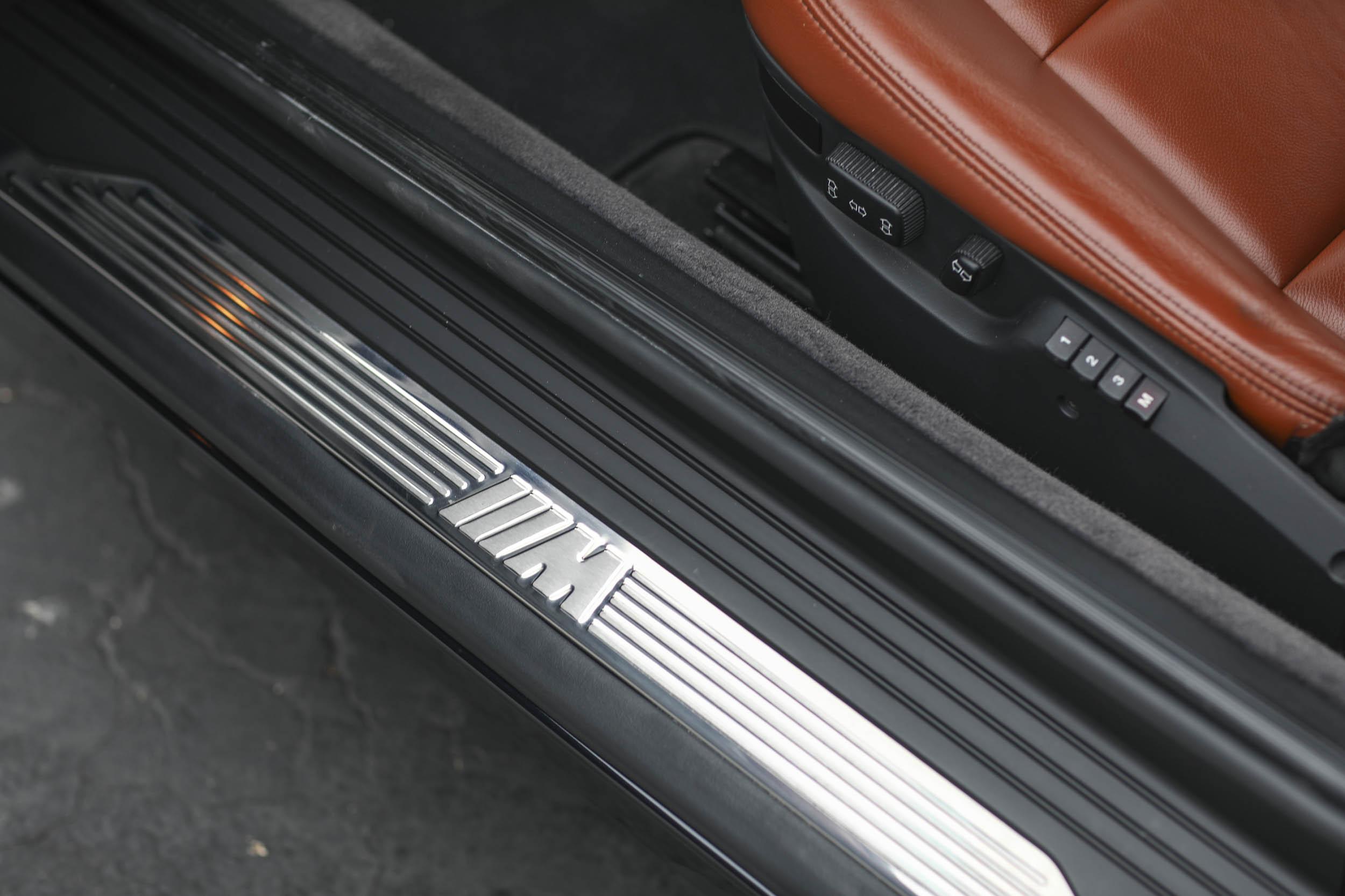 1993 BMW 850Ci running board detail