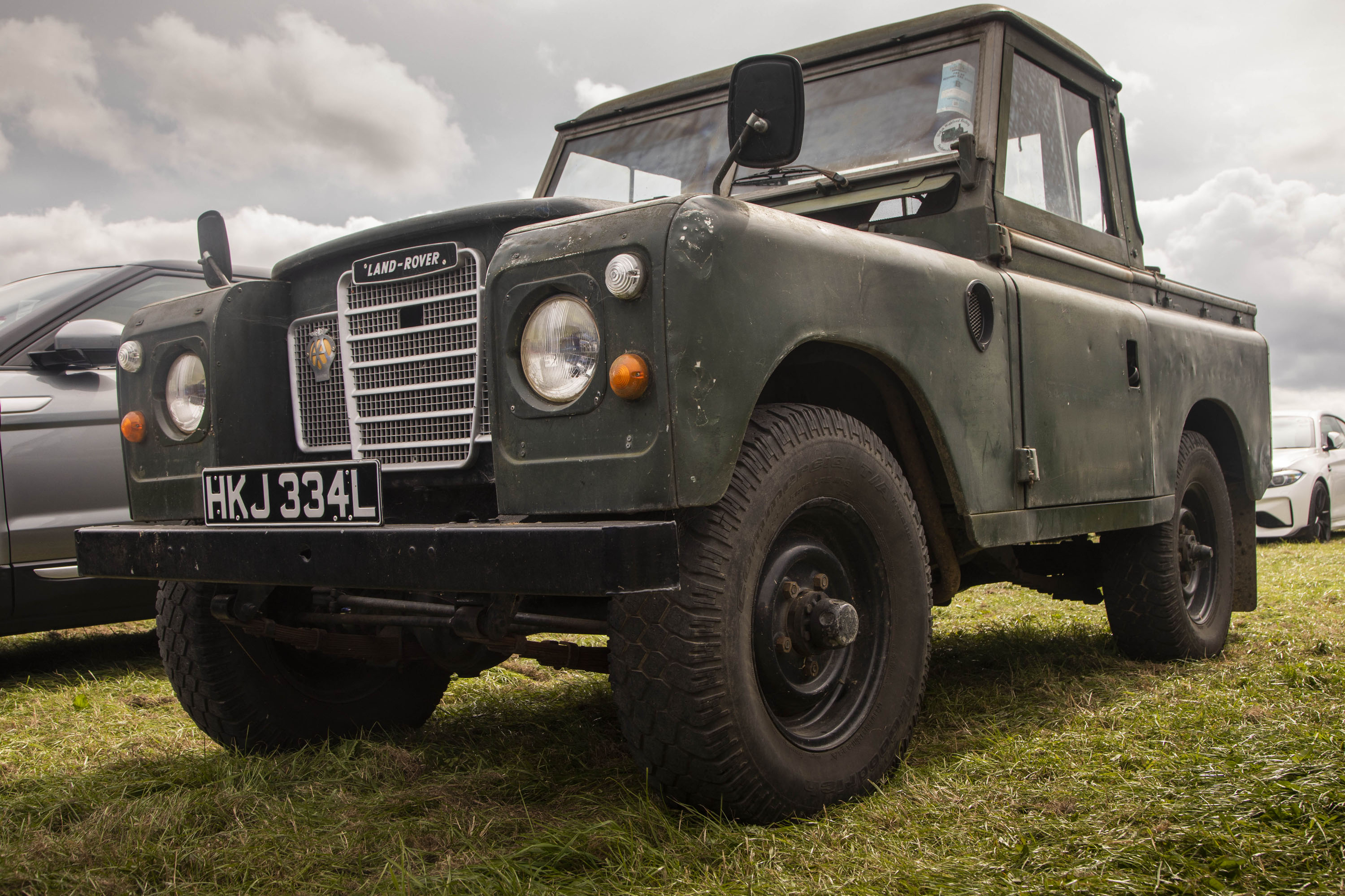 vintage Land Rover low front 3/4