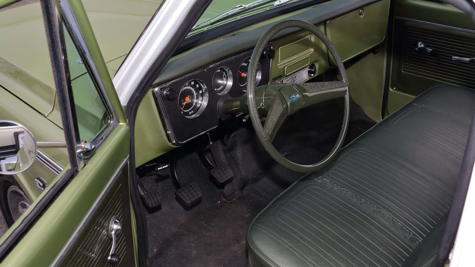 1970 Chevrolet C10 interior