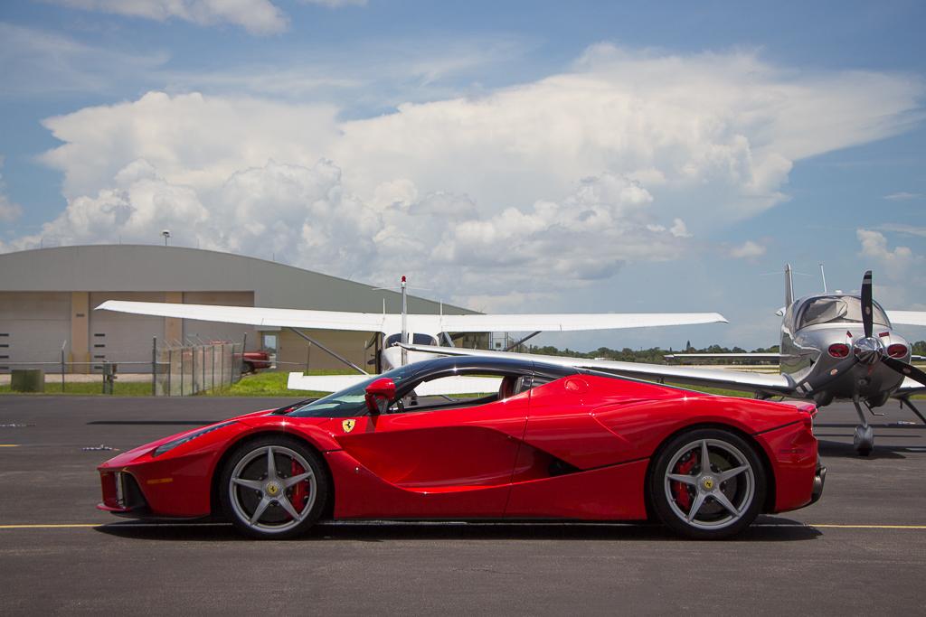 2015 Ferrari LaFerrari side profile