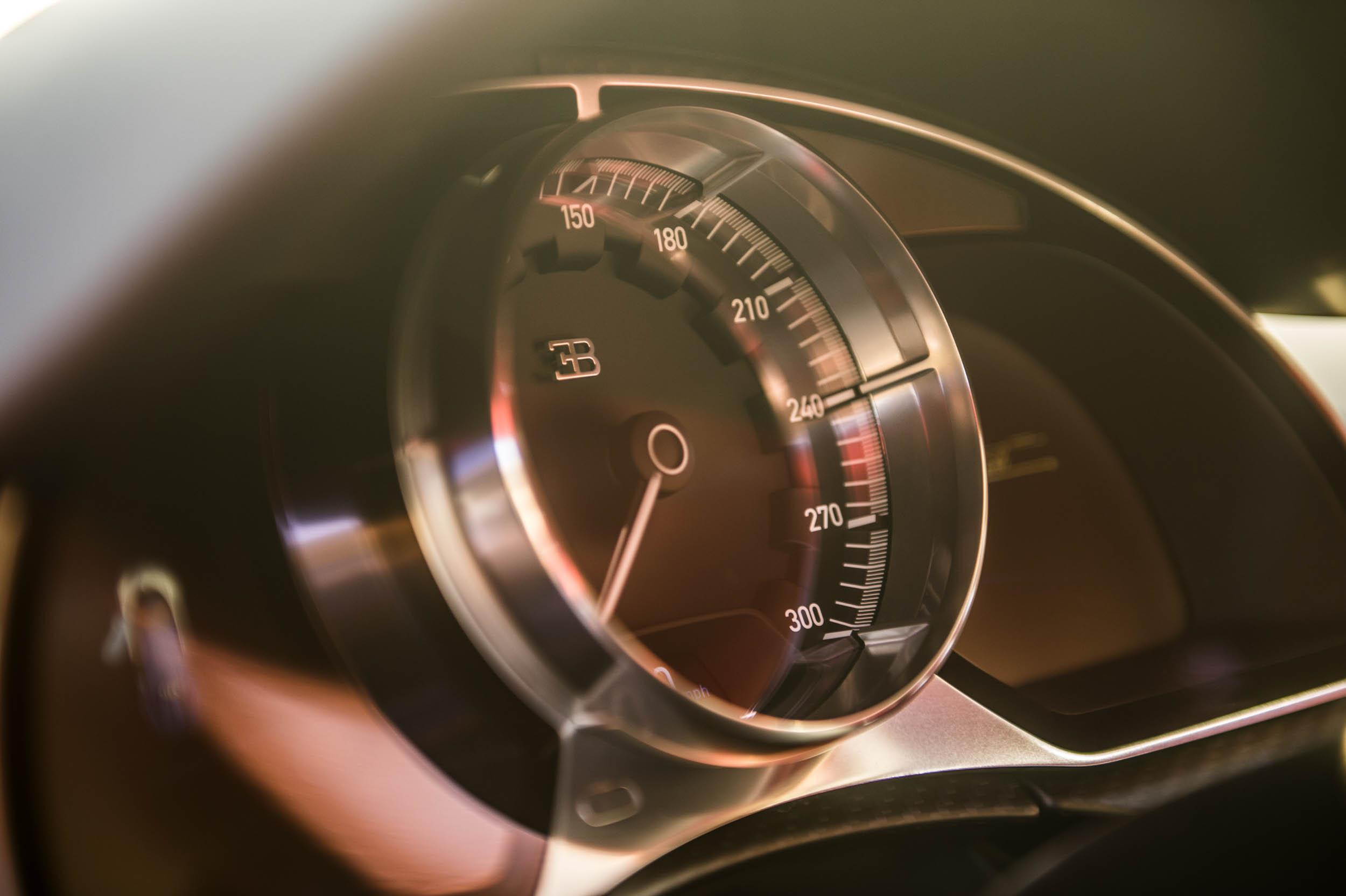 2018 Bugatti Chiron speedometer
