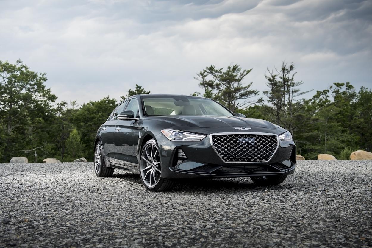 2019 Genesis G70  front 3/4 black