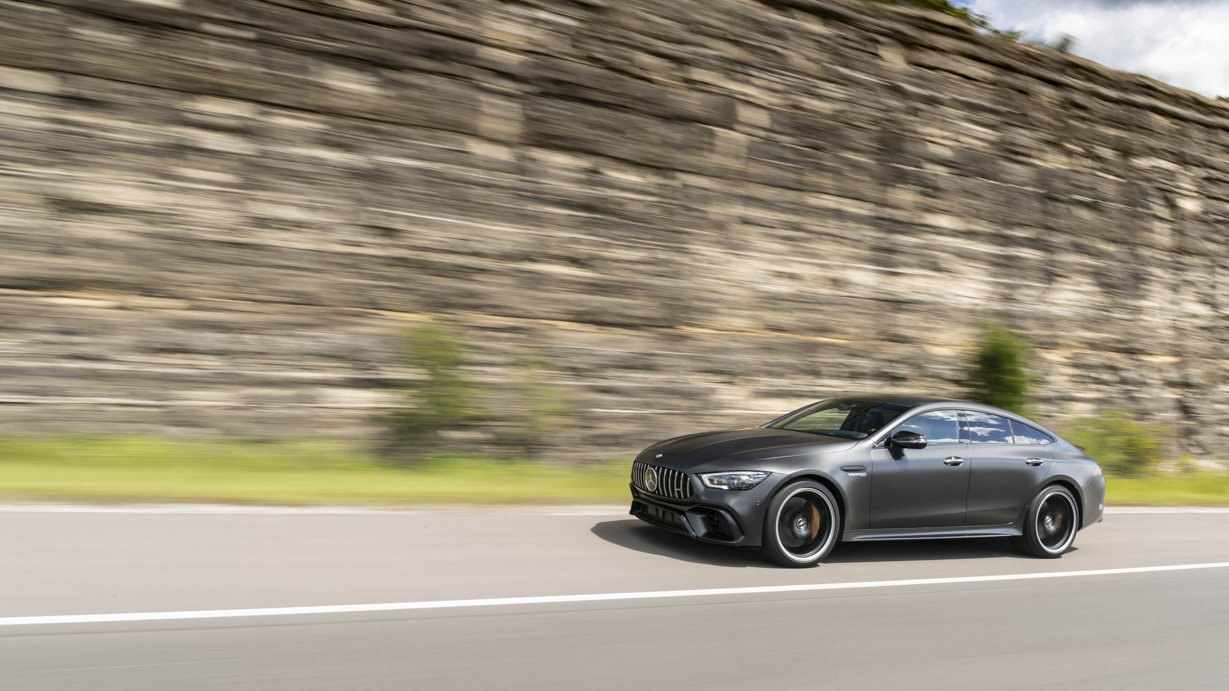 Mercedes-AMG GT 63 S driving front 3/4